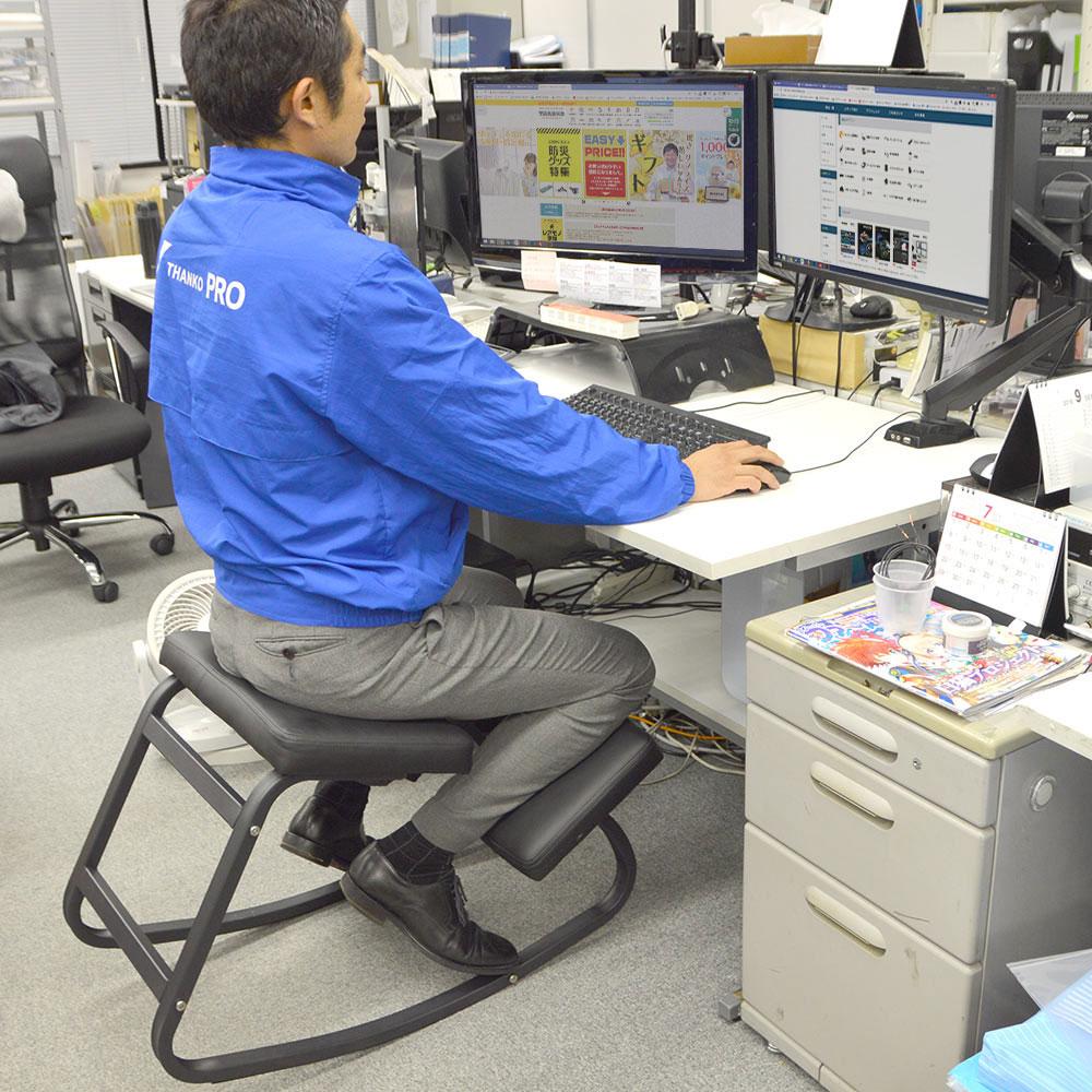 Thanko 产品,缓解办公室久坐压力的摇摇凳子,活动腰部肌肉的运动凳子